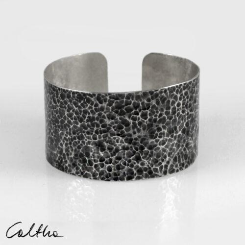 Szeroka metalowa bransoleta